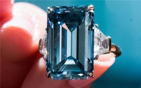 Viên kim cương xanh 14,62 carat này được xem là viên đá quí hấp dẫn nhất trong các cuộc đấu giá từ trước giờ. (Ảnh: Internet)