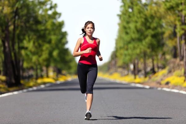 Việc vận động cơ thể thường xuyên còn giúp tinh thần bạn thoải mái và tỉnh táo hơn khi làm việc. (Ảnh: Internet)