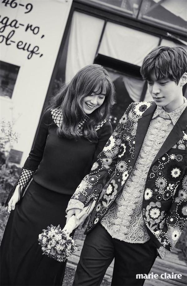 Ahn Jae Hyun và Goo Hye Sun tung ảnh tình tứ trước lễ cưới