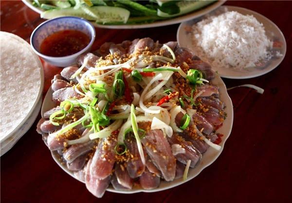 Gỏi Cá nhồng và Gỏi cá trích ở Phú Quốc là hai món cá dân dã và đặc sản rất ngon ở Phú Quốc.(Ảnh: Internet)