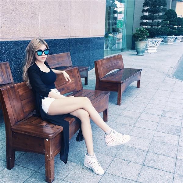 Trang Pháp khoe chân dài dáng chuẩn tại Nha Trang. - Tin sao Viet - Tin tuc sao Viet - Scandal sao Viet - Tin tuc cua Sao - Tin cua Sao