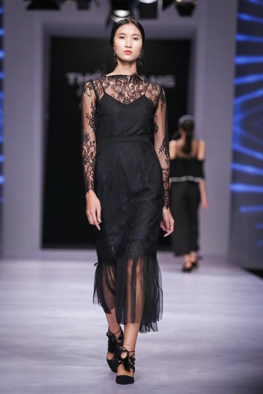 Những mẫu quần tây màu đen phù hợp với nơi công sở, còn khi dự tiệc thì những mẫu váy ren là lựa chọn hoàn hảo.