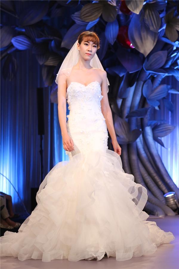 Minh Triệu, Minh Tú đọ sắc với áo cưới tựa như thiên thần