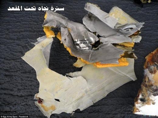 Hình ảnh đầu tiên về các mảnh vỡ máy bay Ai Cập rơi ở Địa Trung Hải