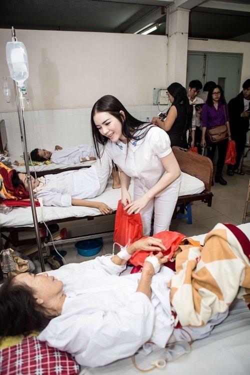 Bên cạnh các hoạt động giải trí và công việc kinh doanh, nữ diễn viên vẫn duy trì những công tác từ thiện hướng về cộng đồng. - Tin sao Viet - Tin tuc sao Viet - Scandal sao Viet - Tin tuc cua Sao - Tin cua Sao