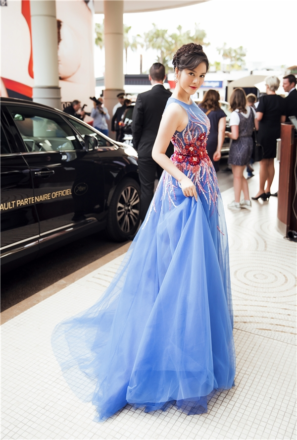 Được biết, đây cũng là trang phục có giá đắt đỏ của nhà mốt Georges Hobeika - thương hiệu đồng hành liên tục với Lý Nhã Kỳ tại Liên hoan Phim Cannes lần thứ 69.