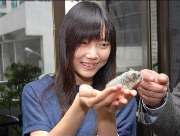 Tốt nghiệp đại họchạngxuất sắc nhưng Jane Cheng Chihlại chọn làm việc trong một trung tâmcứu trợ động vật ởĐài Loan.