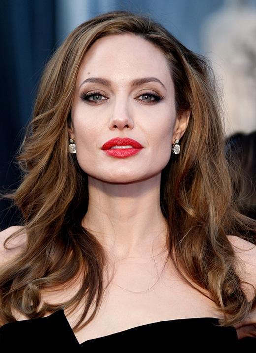 Thậm chí là cách đây vài năm, Jolie còn đầy đặn, cuốn hút.