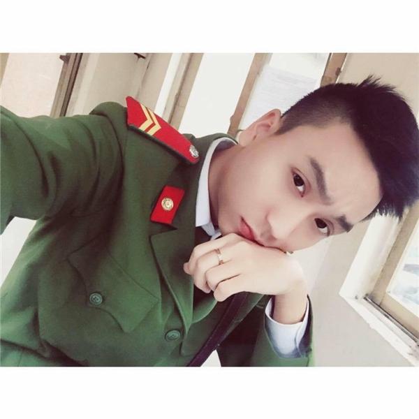 """Nguyễn Trung Anh - chàng cảnh sát Hà Nội đang làm cư dân mạng """"điêu đứng"""".(Ảnh: NVCC)"""