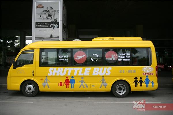 """Xe buýt Shuttle Bus""""5 sao"""" với màu vàng cực """"cute""""."""
