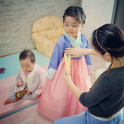 Nữ tính trong trang phục truyền thống Hàn Quốc. (Ảnh: Internet)