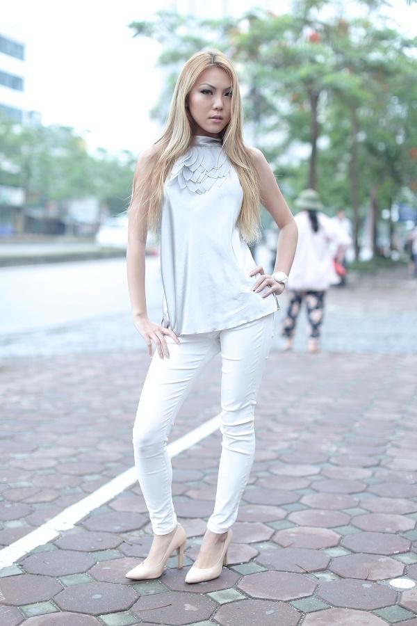Nguyễn Hồng Nhung với sắc vóc khá nhỏ bé so với chuẩn của một người mẫu thông thường.
