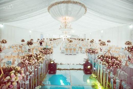 Nơi diễn ra lễ cưới được trang trí như cung điện (Nguồn VnExpress)