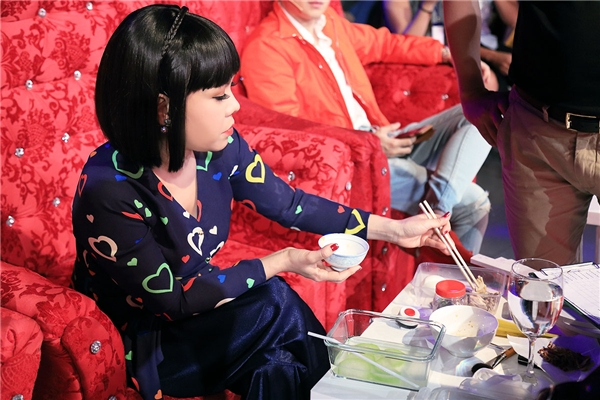 Bữa trưa đơn giản của Việt Hương - một trong những danh hài nổi tiếng trong showbiz Việt, đượcnhiều người ngưỡng mộ. - Tin sao Viet - Tin tuc sao Viet - Scandal sao Viet - Tin tuc cua Sao - Tin cua Sao