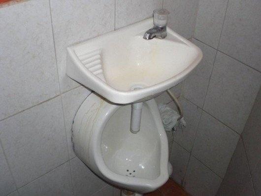 Thế này để các chàng không quên rửa tay.