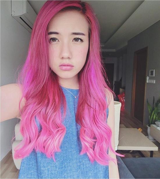 Nếu muốn tạo ấn tượng mạnh, màu hồng tím sẽ là gợi ý tuyệt vời cho bạn. Tuy nhiên, với mái tóc như thế này sẽ có phần khó khăn cho các cô gái trong việc kết hợp trang phục.