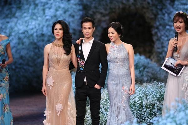 Hai vedette Thu Phương, Lệ Quyên rạng rỡ chụp ảnh cùng NTK Hoàng Hải.