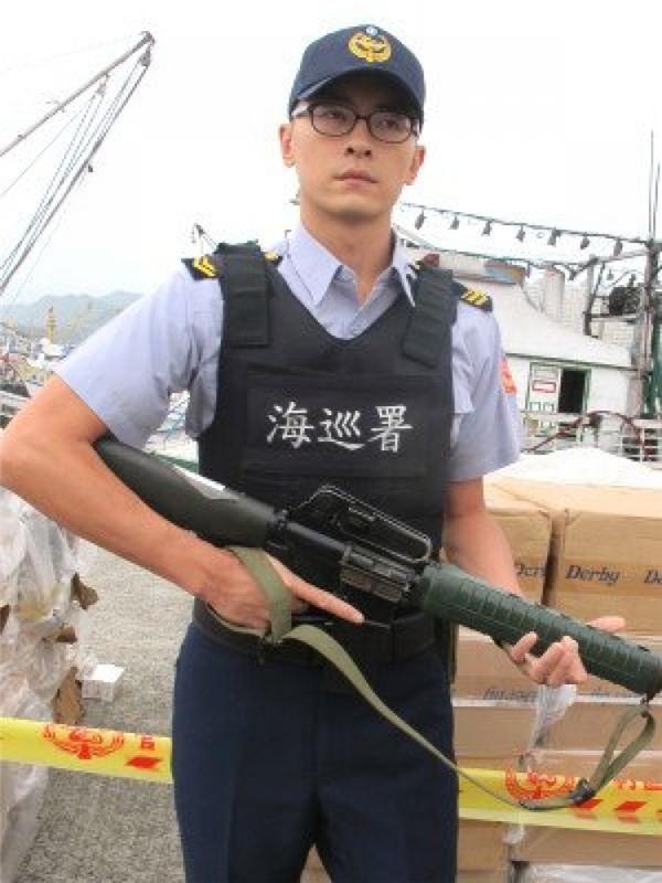 Ngày 08/08/2012, Trịnh Nguyên Sướngtạm rời ngành giải trí đểnhập ngũ thực hiện nghĩa vụ quân sự.
