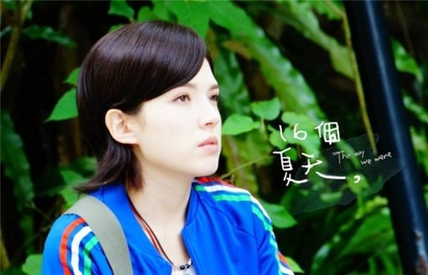 16 Mùa Hè được coi là tác phẩm thành công nhất của Hứa Vĩ Ninh. Nhờ bộ phim này mà cô nhận được giải Kim Chung cho Nữ Diễn Viên Phụ Xuất Sắc Nhất.
