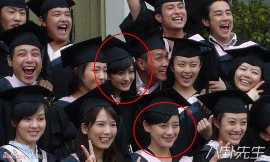 Dương Mịch và Viên San San cùng theo học chung lớp diễn xuất tại học viện điện ảnh Bắc Kinh, thậm chí cả 2 người là bạn chung phòng ở ký túc xá và rất thân thiết với nhau. Tuy nhiên sự nghiệp của 2 người lại không giống nhau.