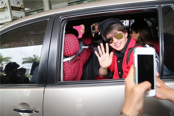 """Mĩ nam """"Tình yêu không có lỗi"""" nổi bần bật tại sân bay Tân Sơn Nhất"""