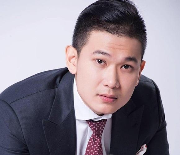 Anh chàngđiển trai được đồn đoán là bạn trai của hoa hậu Kỳ Duyên có tên là TạCông Sơn,sinh năm 1991 vàhiện làmột doanh nhân trẻ thành đạt khá nổi tiếng. - Tin sao Viet - Tin tuc sao Viet - Scandal sao Viet - Tin tuc cua Sao - Tin cua Sao