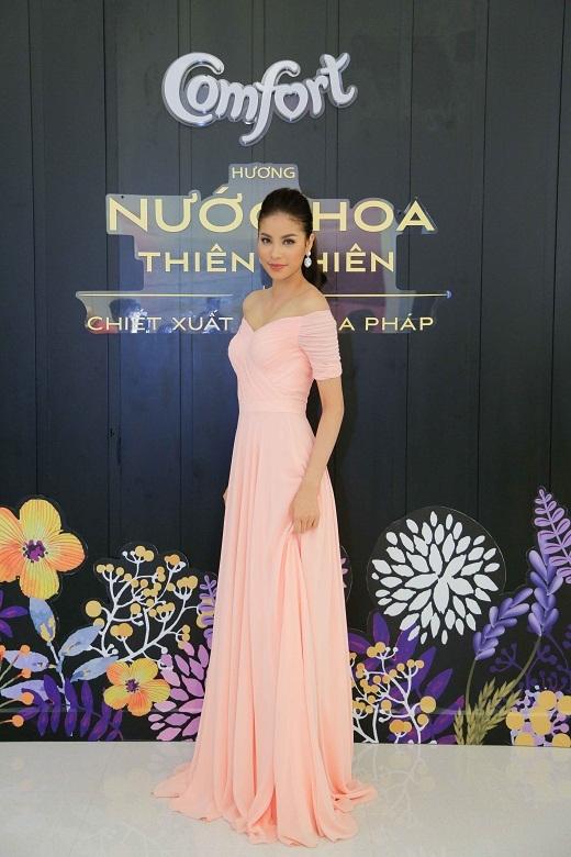 Hoa hậu Phạm Hương sang trọng quyến rũ đến dự sự kiện - Tin sao Viet - Tin tuc sao Viet - Scandal sao Viet - Tin tuc cua Sao - Tin cua Sao