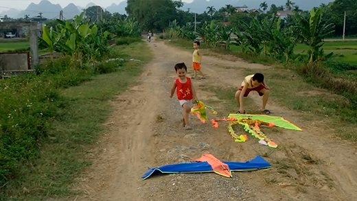 Những hình ảnh đẹp của tuổi thơ đang dần bị quên lãng