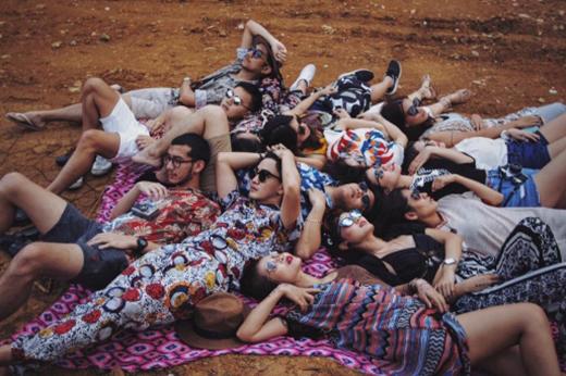 Xu hướng chụp ảnh tạp chí thời trang chất lừ dành cho nhóm bạn thân