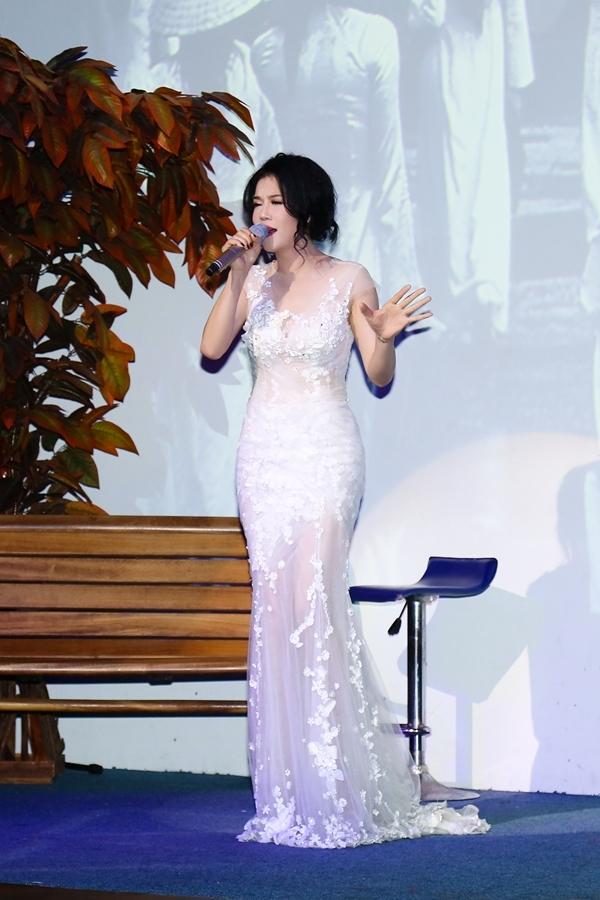 Trong đêm nhạc Thu Phương đã trình bày loạt ca khúc gắn liền với tên tuổi của mình như Chưa bao giờ, Giữ lại hạnh phúc, Đêm nằm mơ phố...Vẫn gây ấn tượng với giọng hát khỏe và đầy cảm xúc, nữ ca sĩ trình diễn hết mình với khán giả. Cô hát hơn 15 bài trong đêm nhạc. - Tin sao Viet - Tin tuc sao Viet - Scandal sao Viet - Tin tuc cua Sao - Tin cua Sao