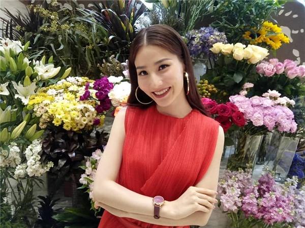 """Chia sẻ hình ảnh lên mạng, Diễm My được fan khen """"người còn đẹp hơn cả hoa"""". - Tin sao Viet - Tin tuc sao Viet - Scandal sao Viet - Tin tuc cua Sao - Tin cua Sao"""