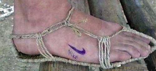 Kiểu này thì hãng giày nổi tiếng nào cũng qua chân anh hết nhé!(Ảnh: Internet)