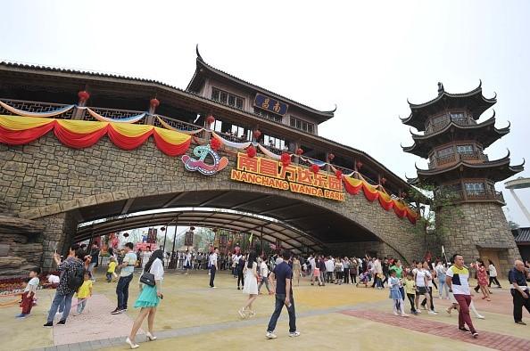 Khu vui chơi giải trí Wanda City nằm trên khu vực rộng 2 km2 ở Đông Nam thành phố Nam Xương, Trung Quốc, hôm 28/5. Công viên đang nắm giữ kỉlục cho trò tàu lượn siêu tốc với đường chạy dài và đỉnh tháp cao nhất Trung Quốc.