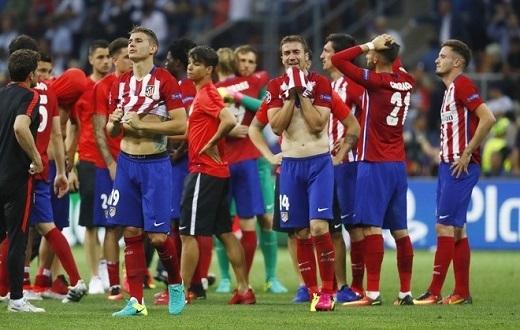 Người mạnh mẽ như đội trưởng Gabi cũng không kìm được nước mắt.