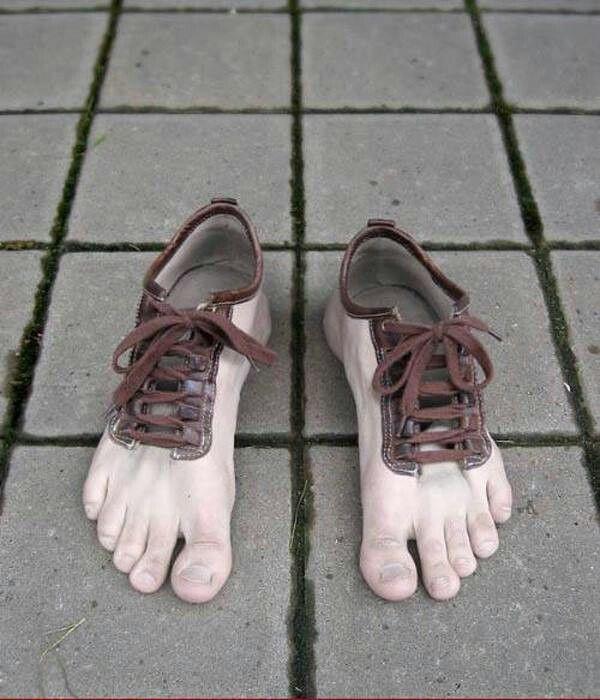 """Đến phát hoảng với đôi giày có mô hình bàn chân """"chân thực"""" đến thế này!"""