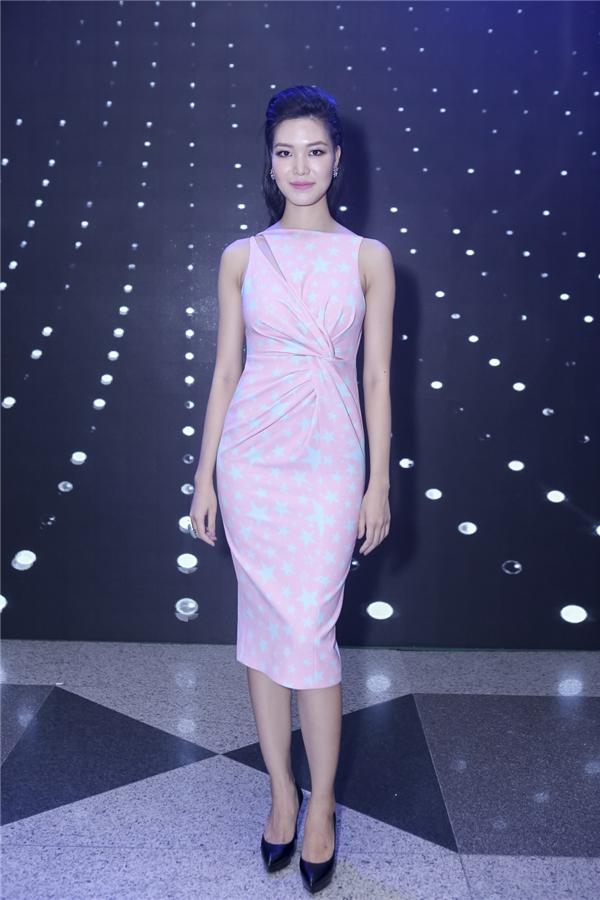Cùng tham dự đêm tiệc này còn có hai đàn chị của Kỳ Duyên, Hoa hậu Việt Nam 2006 Mai Phương Thúy và Hoa hậu Việt Nam 2008 Thùy Dung.