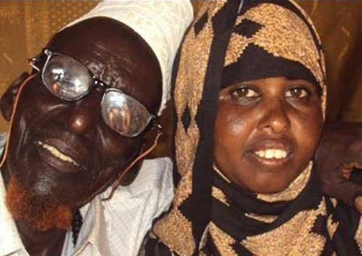"""Đôi vợ chồng lệch nhau 95 tuổi nhưng """"tuổi tác không quan trọng trong tình yêu"""""""