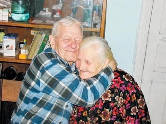 Boris và Anna Koslov chỉ ở bên nhau 3 ngày kể từ khi kết hôn. Sau đó ông phải nhập ngũ. Đôi vợ chồng này xa cách 60 năm.
