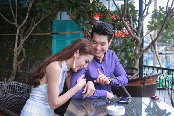 """Cô và Trương Nam Thành vướng phải nghi án """"phim giả tình thật"""" bởi lẽ cặp đôi thường xuyên xuất hiện bên nhau dù bộ phim đã đóng máy từ khá lâu."""