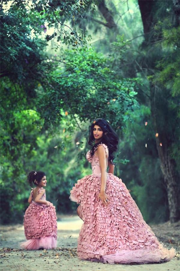 Bộ ảnh đẹp gây sốt: Khi mẹ và con gái cùng hóa
