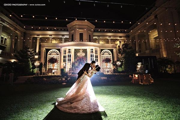 Khuôn viên thơ mộng của bảo tàng - nơi diễn ra tiệc cưới lãng mạn của đôi trai tài gái sắc. (Ảnh: Internet)