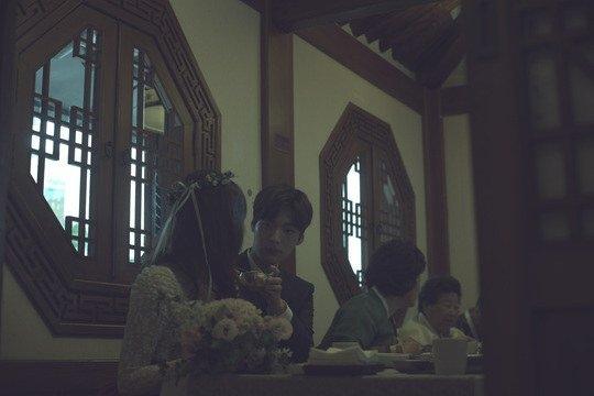 Ahn Jae Hyun chăm sóc cho vợ từng li từng tí