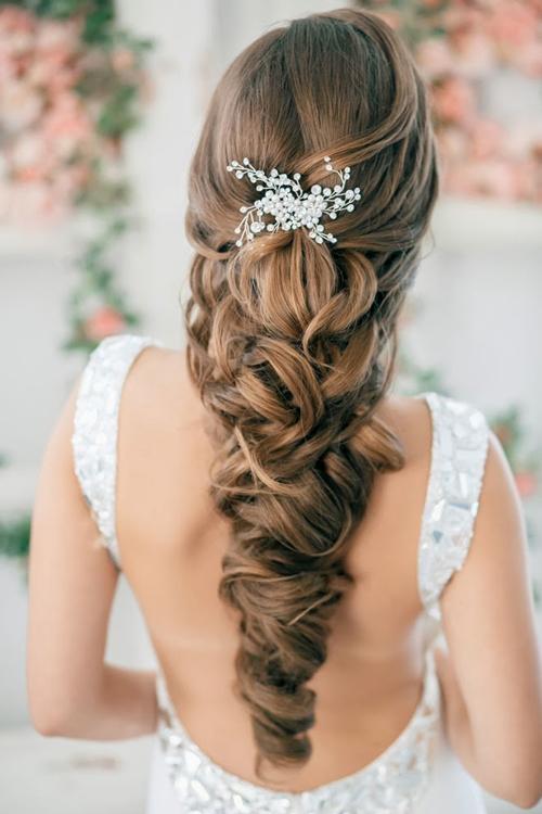 Những kiểu tóc được tết tỉ mỉ từng lọn một trông khá bắt mắt vì độ cầu kì của nó. (Ảnh: Internet)