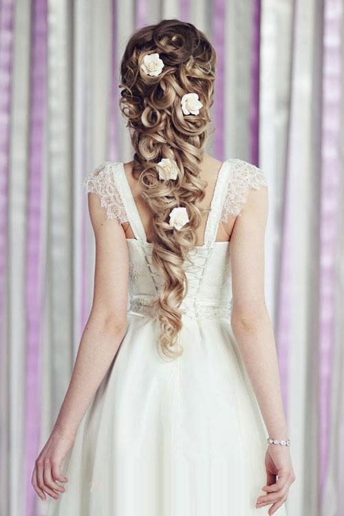 Những kiểu tóc được chi hàng giờ đồng hồ để tết. (Ảnh: Internet)