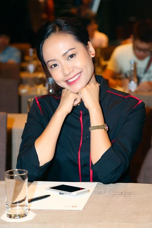 Đảo của dân ngụ cư là bộ phim truyện nhựa điện ảnh đã được diễn viên Hồng Ánh và ê kíp ấp ủ thực hiện suốt nhiều năm qua. Lấy bối cảnh của một thị trấn ven biển ở Việt Nam, bộ phim lột tả sự băn khoăn trong hành trình đi tìm hạnh phúc và ý nghĩa cuộc sống các nhân vật. Qua đó phác họa sinh động bức tranh xã hội đa văn hóa, đa sắc tộc của đời sống Việt Nam, một vấn đề vốn chưa được nhiều đạo diễn khai thác.