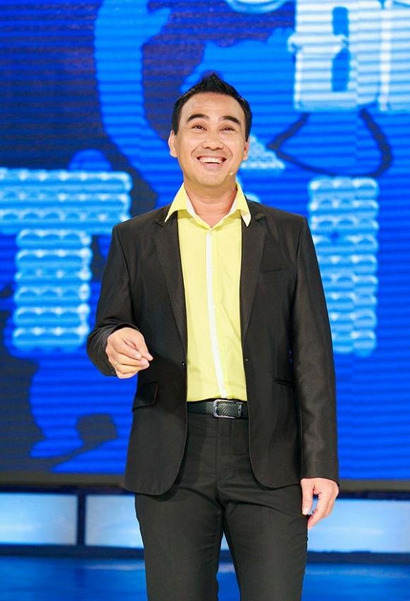 Những gameshow được Quyền Linh cầm mic như Tam sao thất bản, Ai là ai, Lục lạc vàng,… đều là các chương trình nổi tiếng và có tỉ suất người xem không hề thấp. - Tin sao Viet - Tin tuc sao Viet - Scandal sao Viet - Tin tuc cua Sao - Tin cua Sao