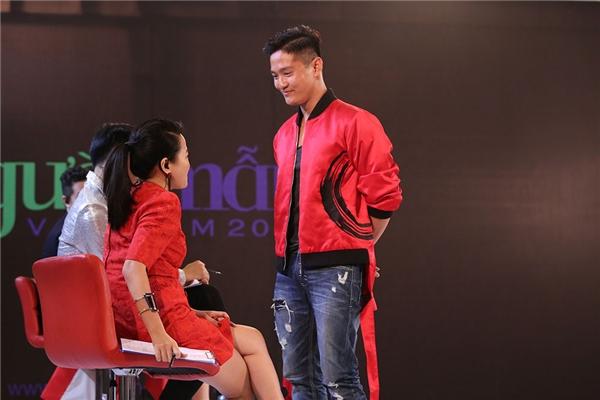 """Sau cắt tóc, Thanh Hằng """"đánh ghen"""" với thí sinh Next Top Model"""