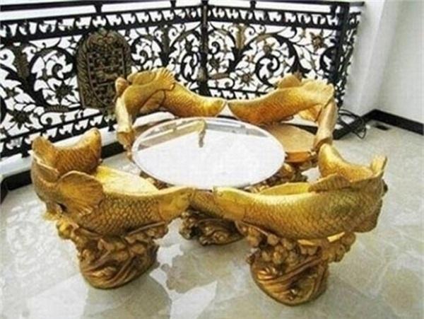 """Bộ bàn ghế dát vàngcó thiết kế độc đáo và ấn tượng trong ngôi nhà giàu sang đến """"không tưởng"""". - Tin sao Viet - Tin tuc sao Viet - Scandal sao Viet - Tin tuc cua Sao - Tin cua Sao"""