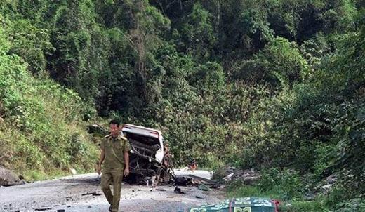 Khoảng 4h30 sáng 2/6, xe khách Khánh Đơn mang biển số Lào chạy từ Thà Khẹc (Lào) về Nghệ An đã phát nổ khi đi đến huyện Bualapha, tỉnh Khăm Muộn (Lào), cách cửa khẩu Cha Lo (Quảng Bình) khoảng 15km.