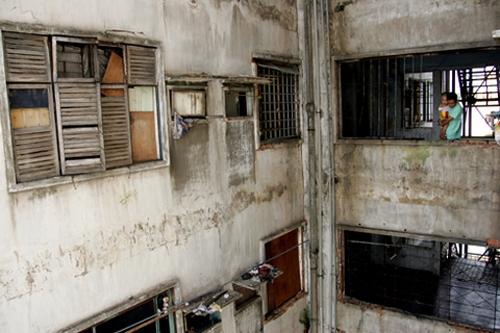 10 hộ dân sống trong chung cư hoang tàn, xuống cấp nhất Sài Gòn sẽ được yêu cầu di dời đi nơi khác. Ảnh: VnE
